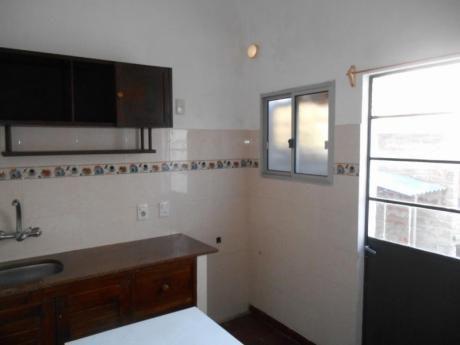 Alquiler - Centro - Casa De Un Dormitorio