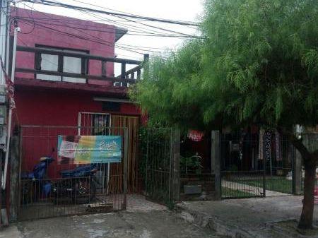 Venta - Colonia - Casa + 2 Locales