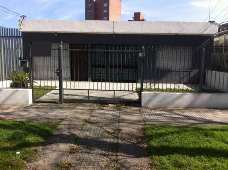 Casa Independiente En Una Planta Con Garaje Y Fondo, Cerrito