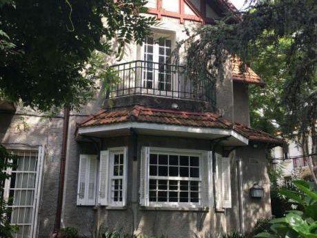 Excelente Casa De Estilo En Area Protegida De Pocitos