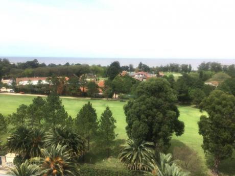 Todo Exterior Vista Excelente Hacia Golf