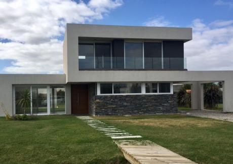 Venta Casa 3 Dormitorios En Altos De La Tahona