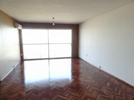Impecable Apartamento Sobre La Rambla De Malvín