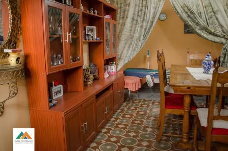 2 Casas, En Padrones Separados, Cada Una Con Entrada Independiente