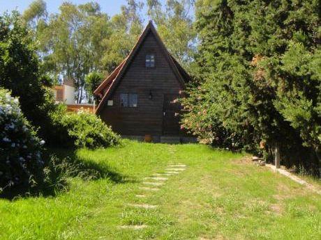 Cabaña De Madera  De 2 Dormitorios + Departamento De 1 Dormitorio-