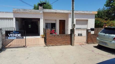 Casa En Barrio Los Nogales De 2 Dormitorios  Y Monoambiente