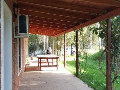 Muy Linda Casa De 2 Dormitorios, Baño, Cocina  Comedor Living Integrados
