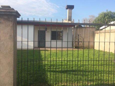 Muy Buena Casa De 3 Dormitorios ,  Terreno De 500 M2