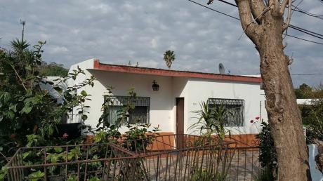 Casa 1 Dormitorio, Cocina-comedor Living Integrados, Galpon ,garaje Fondo