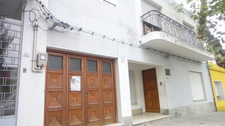 Casa En Pleno Centro De 3 Dormitorios Y 2 Baños