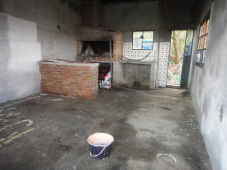 Casa De 3 Dormitorios, Cocina Comedor Living Integrados, Baño, Patio