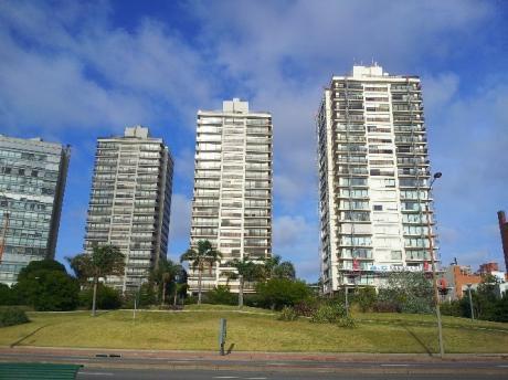 Hermoso Apartamento En Torres De Puerto Del Buceo, Amueblado