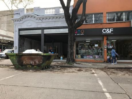 Local Comercial Esquina En Arenal Grande Y Martin García. 160m2.