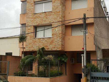 Apartamento Casi A Estrenar Tipo Casa Con Renta!!