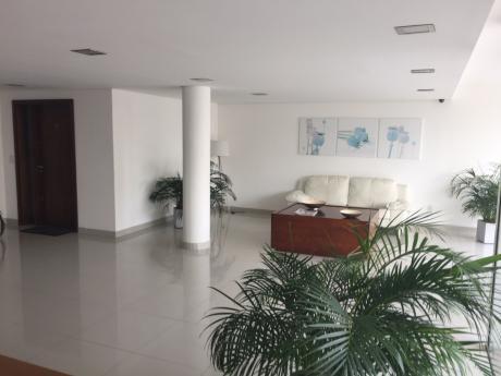 Hermoso Apartamento De Primer Nivel A 2 De La Rambla Edifico Parkway