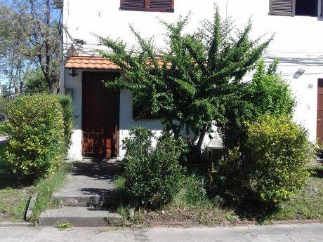 Hermosa  Jardín Fondo Con Cochera, 2 Dormitorios Gran Complejo Muy Lindo!!!
