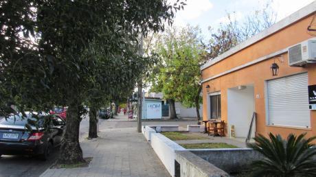 Casa Sobre Calle J.p Varela