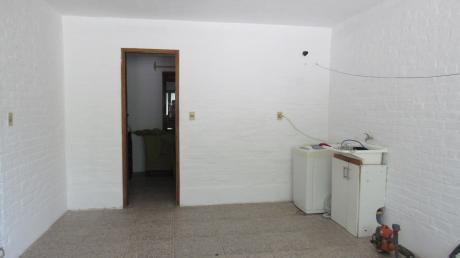 Casa En Calle Domingo Bazzurro, 3 Dormitorios