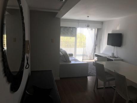 Apartamento En Torre América, 2 Dormitorios Unidad 402