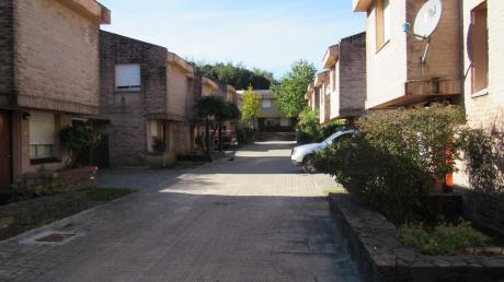 Casa En Complejo Zitarrosa, Muy Buen Estado