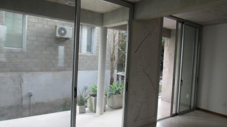 Apartamento En Edificio I + O, Unidad 001