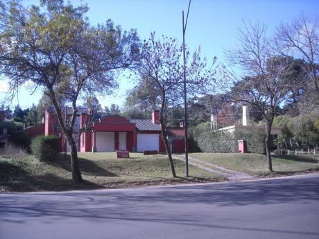 Casa De Dos Plantas Sobre Rambla Costanera
