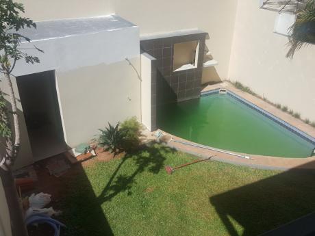 Alquilo Duplex En Barrio Mburucuya Con 3 Dormitorios Y Piscina