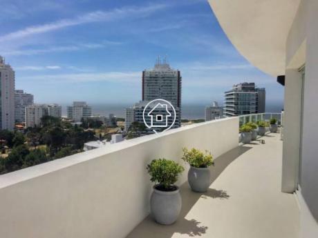 Apartamento Piso Alto  3 Dormitorios En Edificio De Alto Nivel Punta Del Este Aidy Grill - Ref: 116