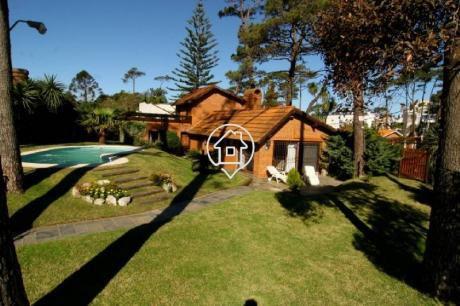 Casa Con Piscina  En Venta Playa Mansa Punta Del Este 4 Dormitorios - Ref: 117