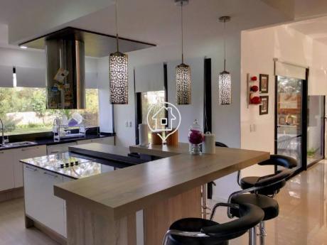 Casa Moderna Con Piscina En Alquiler Anual - Venta   En Barrio Privado Punta Del Este - Ref: 11