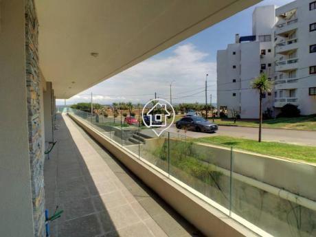 Apartamento Frente Al Mar Playa Mansa Punta Del Este Edificio De Categoria - Ref: 128