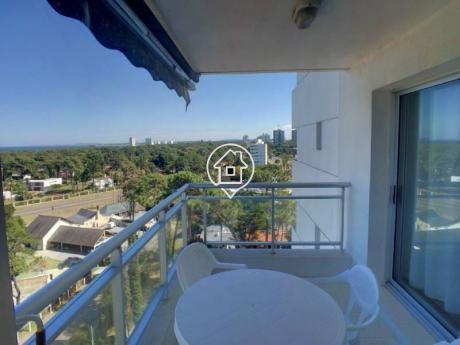 Apartamento Punta Del Este En Alquiler Anual- Invernal Con Servicios - Ref: 137