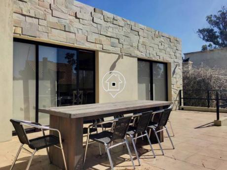Casa En Pinares Alquiler Anual  Jardin , Amplia Terraza Con Parrillero - Ref: 17
