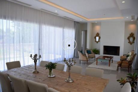 Casa Minimalista Y Moderna En Venta  En Beverly Hills Punta Del Este - Ref: 58