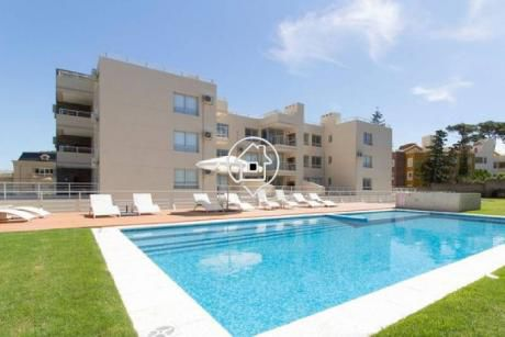 Apartamento Punta Del Este , Terraza Con Parrillero Propio, Piscina Playa Mansa - Ref: 80