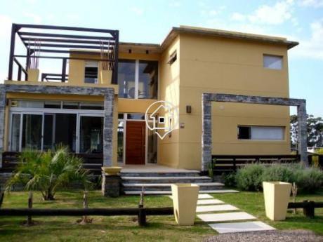Casa En Alquiler En Barrio Privado  Punta Ballena Piscina Parrillero