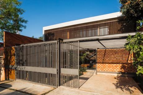 Vendo Hermosa Y Exclusiva Casa De Diseñador A Estrenar Barrio Mburucuya