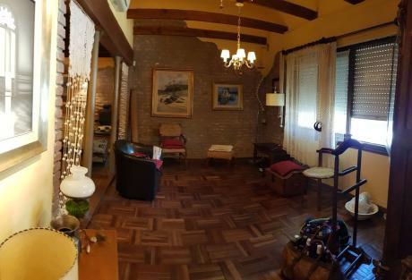 Casa 2 Dormitorios ( La Comercial )