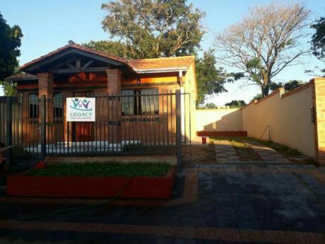 Vendo Casa De 2 Hab. En Lambare, Zona Carretera De Lopez