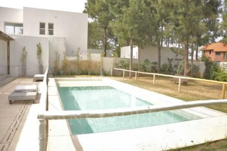 El Pinar Minimalist 3 Bdrm House With Pool