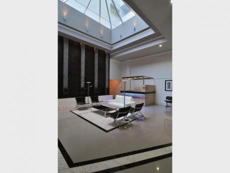 Oficina Moderna, Amplia, Luminosa,  Piso Alto, Vista Panorámica.