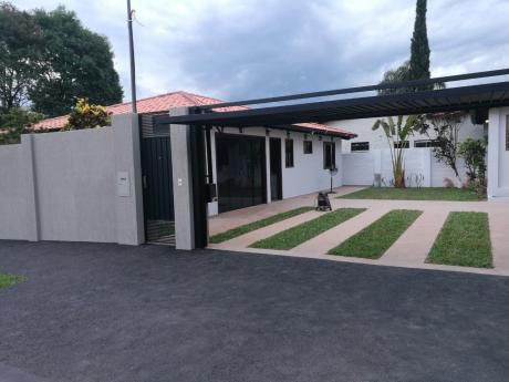 Alquilo Casa De 3 Dorm En Suite Toda En Planta Baja (barrio Los Mangales)