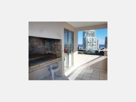 Apartamentos En Playa Mansa: Dga1858a
