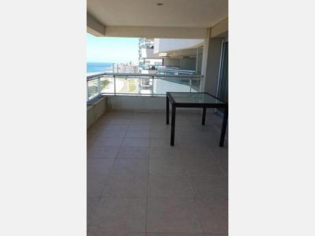 Apartamentos En Playa Brava: Dga1922a