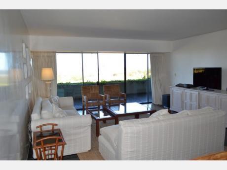 Apartamentos En Playa Brava: Dga1925a