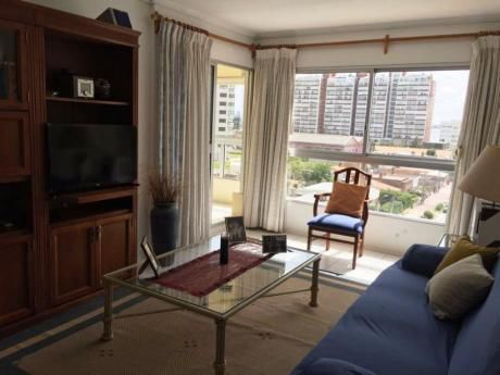 Apartamentos En Playa Mansa: Dga2070a