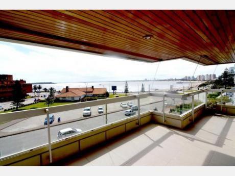 Apartamentos En Playa Mansa: Dga2105a