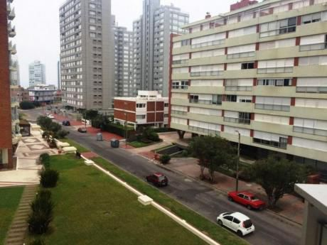 Apartamentos En Playa Mansa: Dga2151a