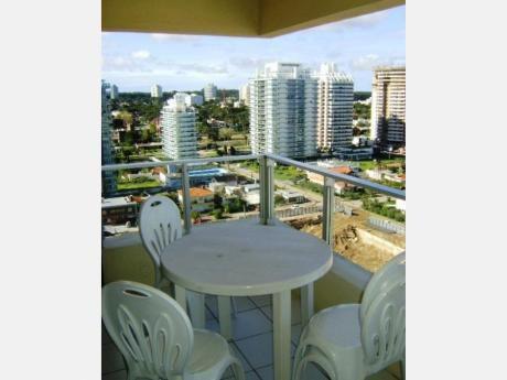 Apartamentos En Playa Mansa: Dga505a