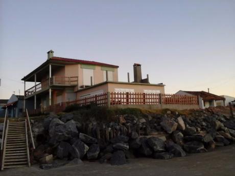 Hermosa Casa Frente Al Mar En Balneario Hermenagildo